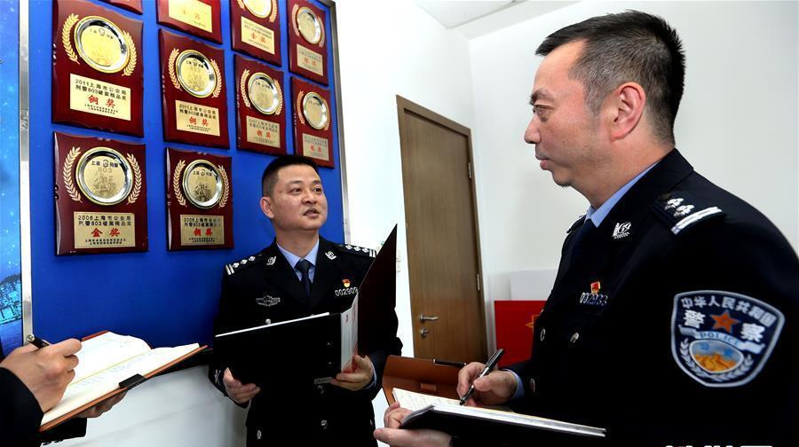 """依法打击""""套路贷"""" 上海警察有妙招"""