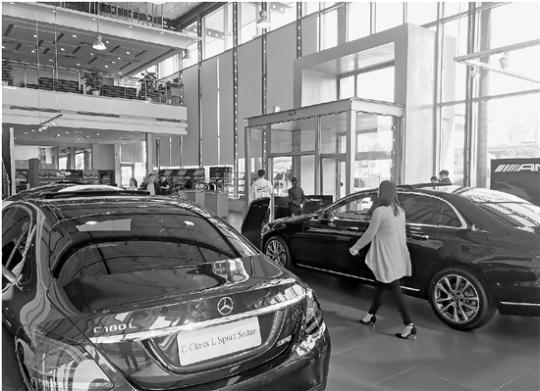探访杭州某奔驰4S店:车主交完首付才知道被收服务费