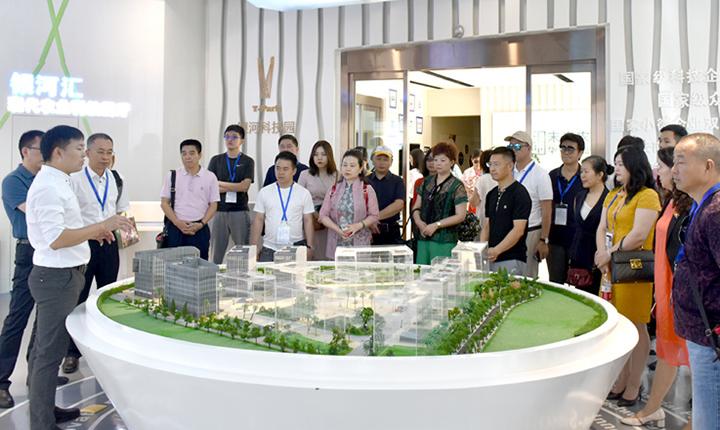 广东经贸考察团一行来昆考察银河科技园