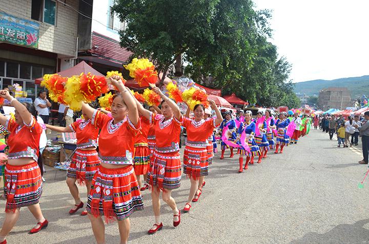 夏日狂欢!7万游客共赴宜良竹山镇生态旅游文化节