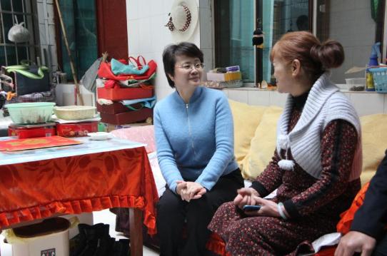 张秀兰走访慰问离退休干部、劳模和宗教界人士代表