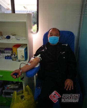 """云南民警21年间无偿捐献""""熊猫血""""22次 累计8000余毫升"""