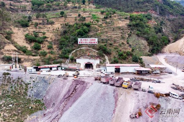 大临铁路大保山隧道掘进突破5000米。王一翔 摄