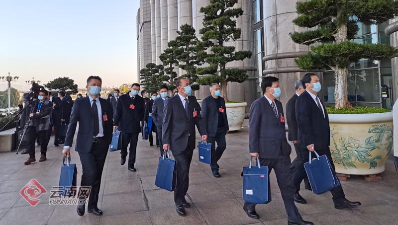 政协云南省第十二届委员会第四次会议开幕在即 委员信心满满步入会场