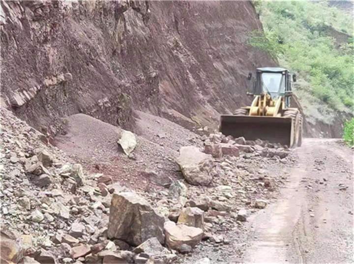 公路交通损毁到哪,道路抢险的队伍就在哪!――楚雄州交通运输系统道路抢险驰援双柏抗震救灾现场