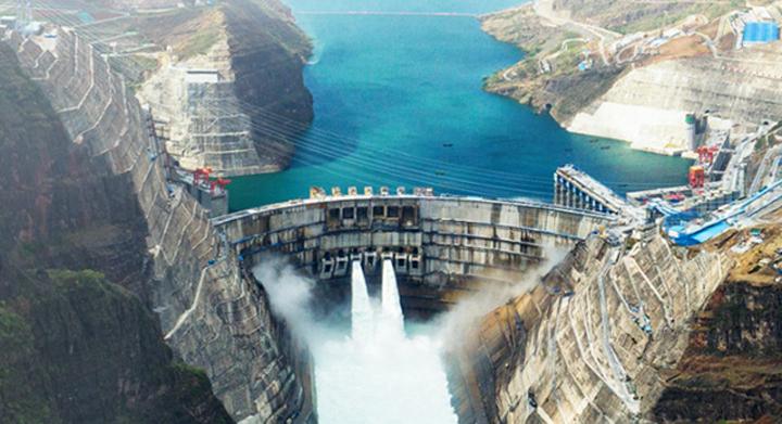 白鹤滩水电站首批机组投产发电