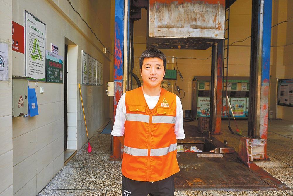 梁艳涛:用汗水换来城市的整洁